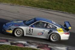 DB Motorsport ASD sugli scudi alla 100 miglia di Magione  Riccardo De Bellis, in coppia con il milanese Barbieri lo scorso fine settimana ha posto fine alla stagione 2014 con la sesta piazza assoluta in Umbria.
