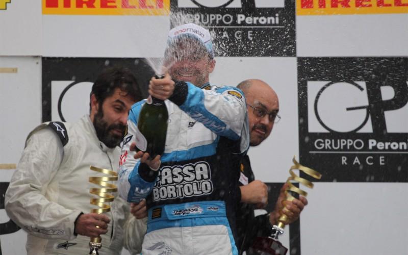 Un Thomas Biagi in grande forma ha portato l'Audi R8 LMS ultra schierata da Audi Sport Italia alla vittoria in classe GT3 della 6 ore di Roma insieme ai compagni di equipaggio Filippo Francioni e Ferdinando Geri