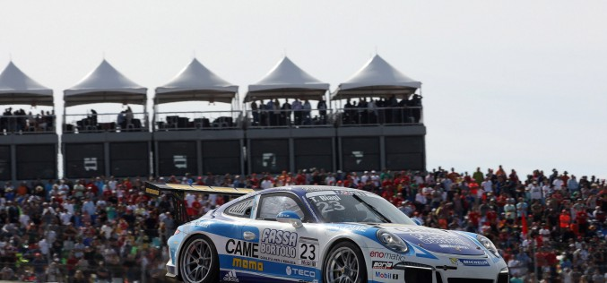 Occasione sfumata per Thomas Biagi ad Austin nella seconda gara dell'appuntamento conclusivo della Porsche Mobil 1 Supercup 2014
