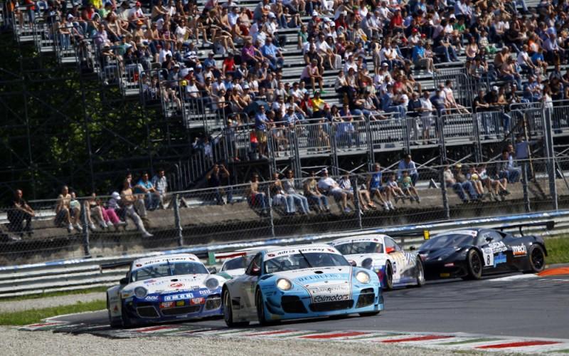 E' ufficiale il calendario 2015 del Campionato Italiano Gran Turismo. La prossima stagione si correrà ancora su quattordici gare distribuite su sette appuntamenti