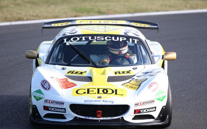 Anche nel 2015 la Lotus in pista con i pneumatici Yokohama