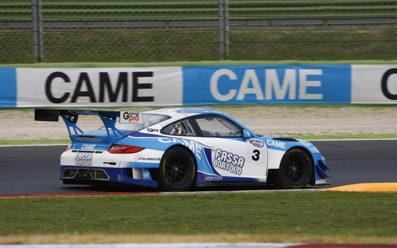 Primi punti con la Porsche 911 GT3 per Racing Studios a Vallelunga