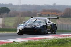 Max Mugelli affianca Francesco Sini al volante dell'Aston Martin nel Campionato Italiano Gran Turismo