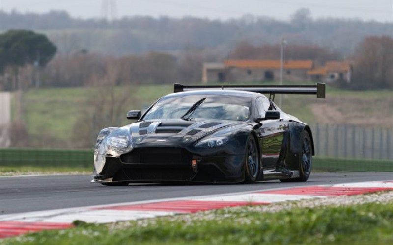 David Richards saluta il debutto dell'Aston Martin con i colori Solaris Motorsport nel Campionato Italiano Gran Turismo