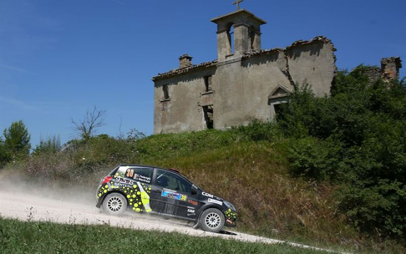 Island Motorsport in grande spolvero a San Marino con l'equipaggio Federighi-Manfredi, Renault Clio R3