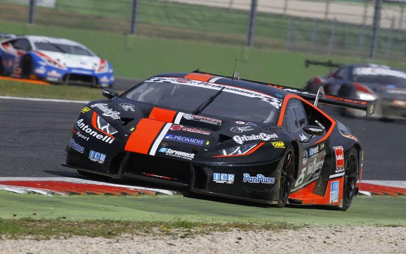 Il pubblico delle grandi occasioni a Vallelunga per l'Aci Racing Weekend