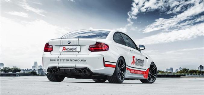 Akrapovič presenta il nuovo impianto di scarico e gamma di accessori per BMW M2