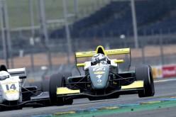 Peccenini celebra il titolo Gentleman Driver a Parigi