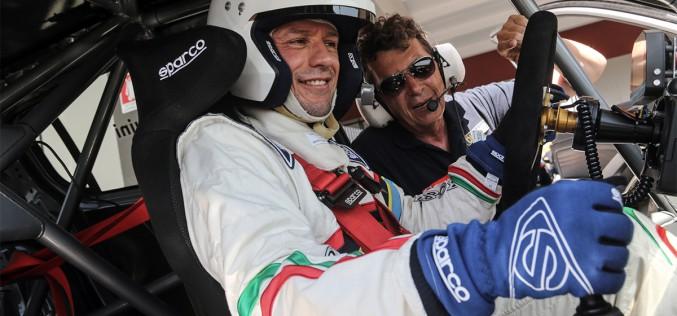 Dalla pellicola alla realtà. Stefano Accorsi assieme Sparco su Peugeot nell'Italiano Turismo