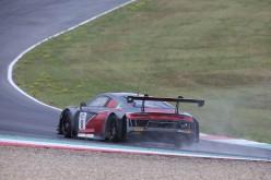 L'Audi R8 LMS dribbla le insidie del Mugello e rimonta dall'ottavo al quinto posto