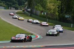 Dopo la pausa estiva l'autodromo di Imola riapre le sfide nelle cinque classi del Campionato Italiano Gran Turismo