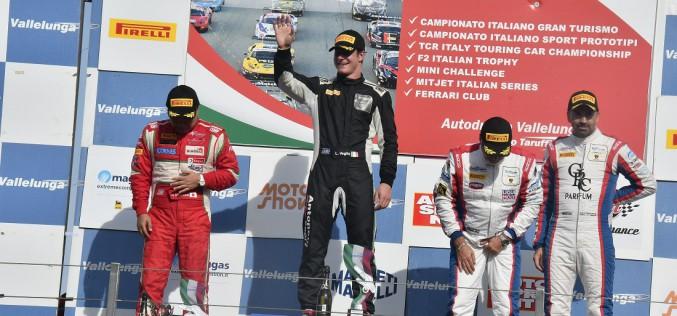 Lorenzo Veglia sul podio a Vallelunga